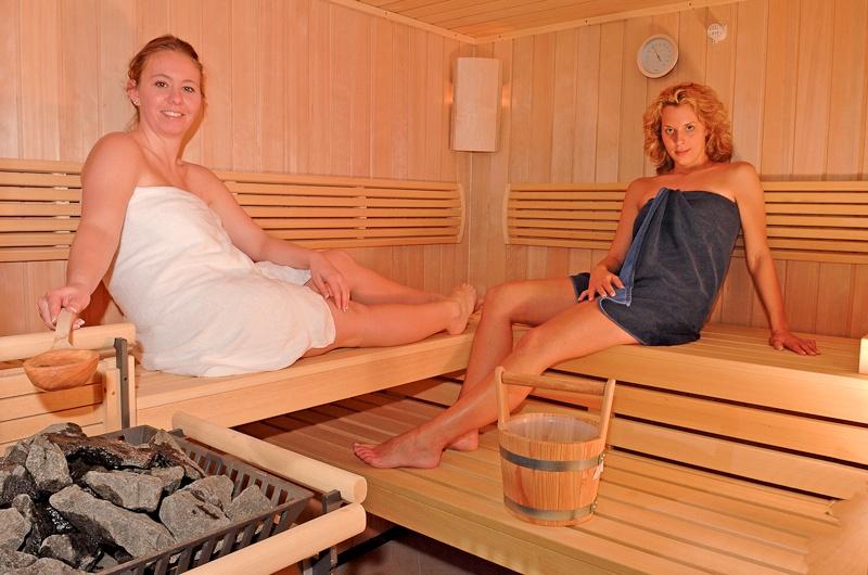 Schwimmbad sauna spa harz hotel waldrausch for Hotel mit schwimmbad harz